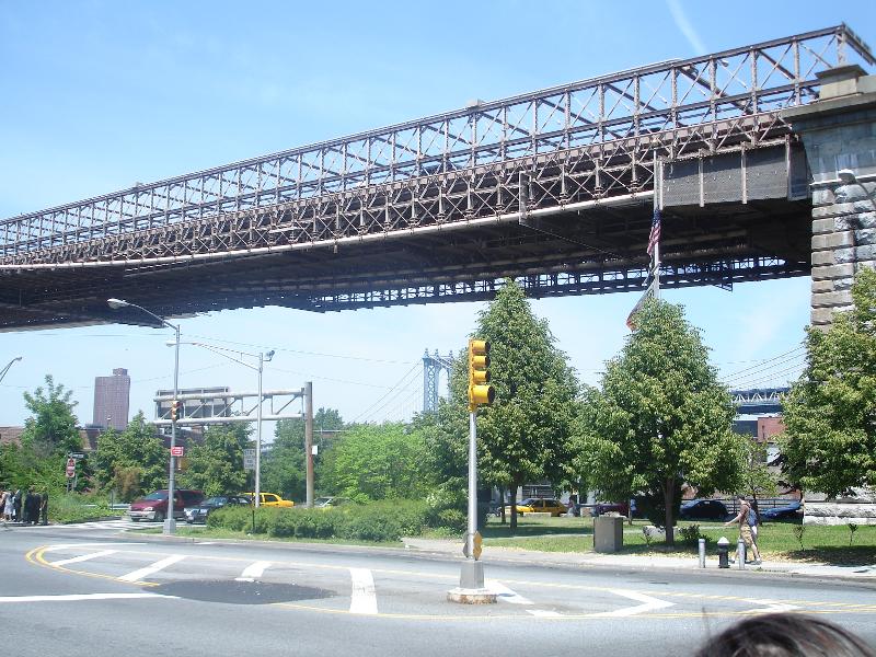 Photo of the Brooklyn Bridge Rise near Candam Plaza